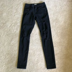 Forever 21 distressed skinny legging